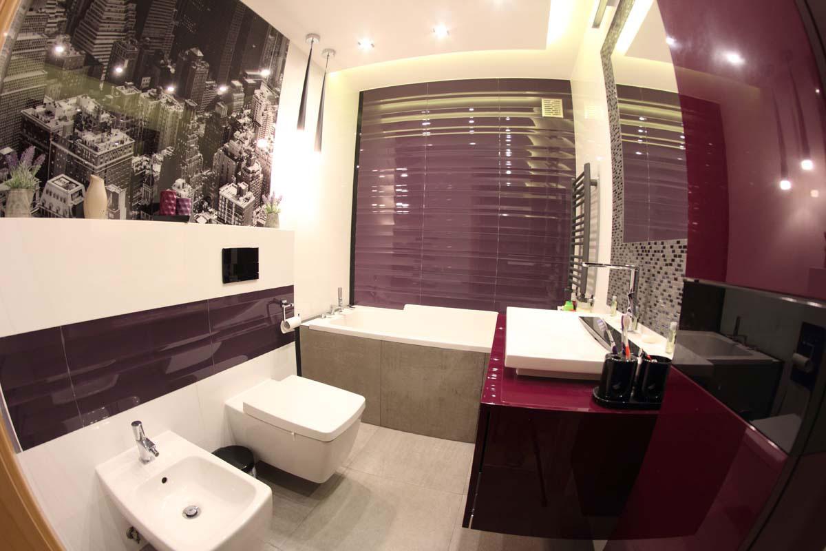 Łazienka w odcieniach bordo