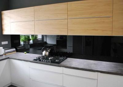 meble-kuchenne-mobiliani-w-odcieniach-szarosci-i-naturalnego-drewna-004