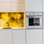 Zdjęcie z realizacji kuchni z białymi frontami.