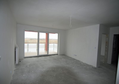 Stan deweloperski apartamentu - okna, taras.