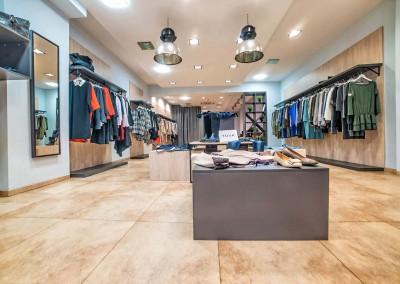 Zdjęcie urządzonego sklepu zgodnie z projektem przestrzeni od Mobiliani  Design.