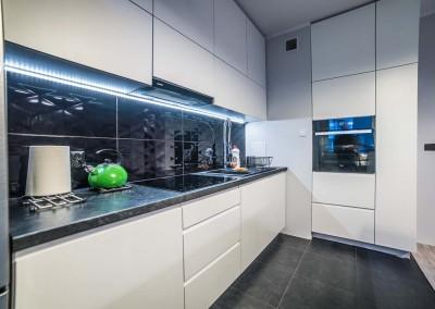 Przestrzeń kuchni zaprojektowana dla przygotowywania posiłków.