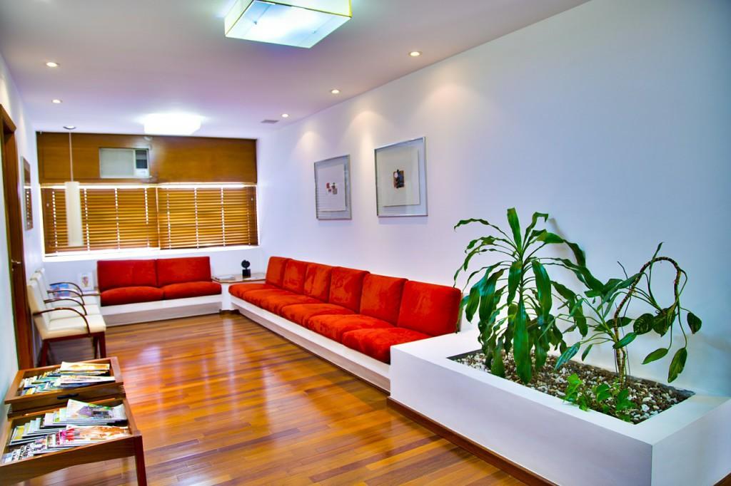 Realizacja wnętrza poczekalni przed gabinetem lekarskim - Mobiliani Design.