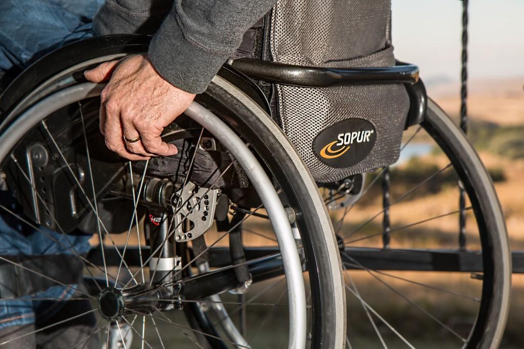 Dostosowanie gabinetu lekarskiego do potrzeb osób niepełnosprawnych - projektowanie wnętrz.