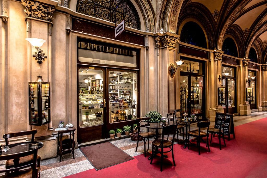 Luksusowa restauracja od zewnątrz - projekt i realizacja wnętrza.