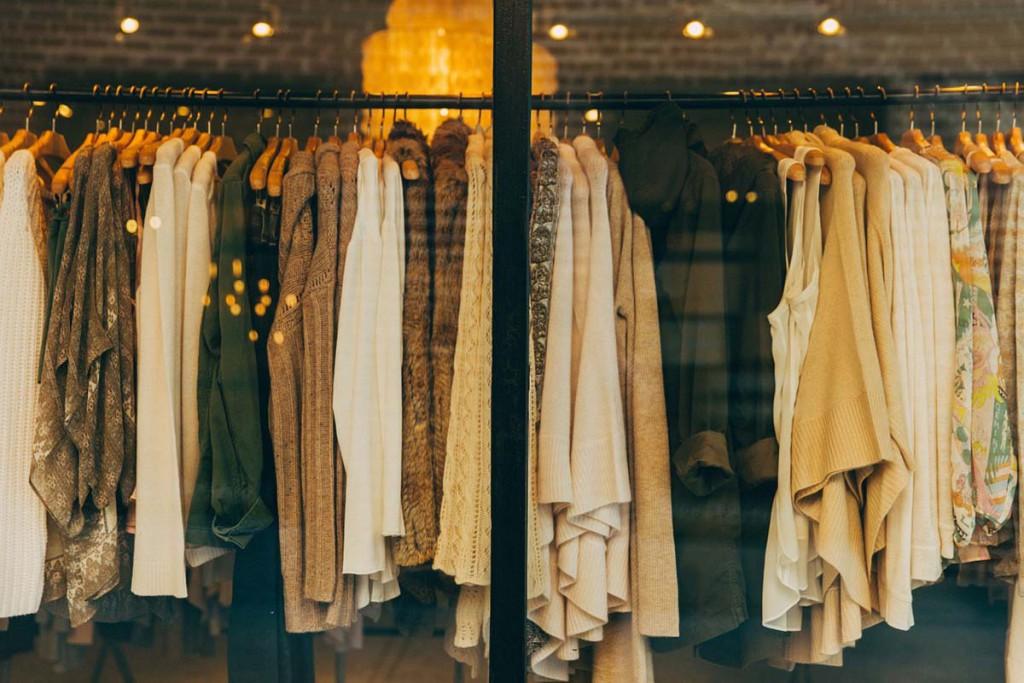 Wnętrze sklepu z unikalnym designem.