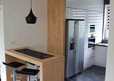 meble-kuchenne-mobiliani-w-odcieniach-szarosci-i-naturalnego-drewna-003