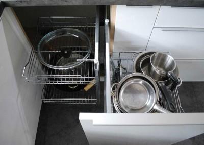 meble-kuchenne-mobiliani-w-odcieniach-szarosci-i-naturalnego-drewna-007