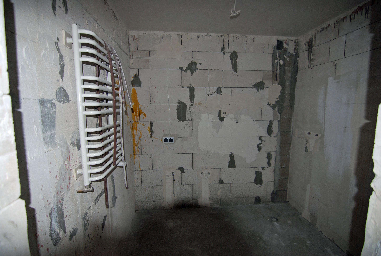 Stan surowy apartamentu - wnętrze łazienki