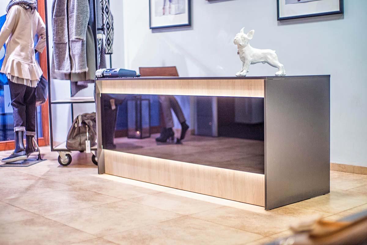 Stylowy projekt lady w nowoczesnym, lakierowanym stylu w realizacji projektu wnętrza pod klucz.