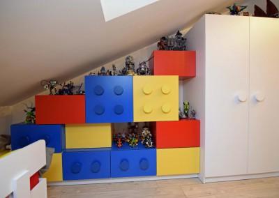 Szafki w klimacie klocków Lego w zdjęciach realizacji Mobiliani Design.
