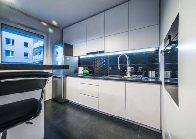 ściana zabudowy we wnętrzu kuchni w projektu Mobiliani Design.