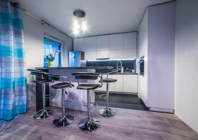 Elegancka biało-czarna kuchnia w Bydgoszczy