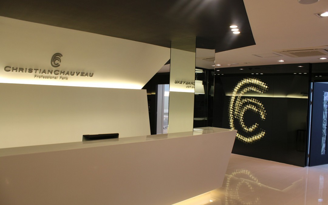 Projekty wnętrza recepcji hotelowej z meblami na wymiar