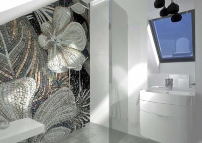 Białe szafki i elementy oraz kwiatowa fototapeta w aranżacji łazienki